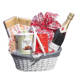 Gran cantidad de lotes, cestas y regalos navideños, confeccionados con el mimo que el articulo requiere para satisfacer las necesidades de quien efectúa el obsequio, si no encuentra lo que desea… se lo confeccionamos.